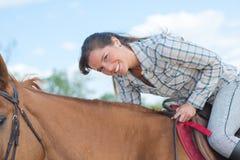 Häst för kvinna överst Royaltyfri Fotografi