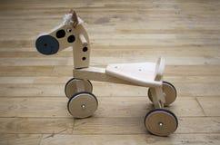 häst little som är trä Arkivbild