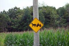 Häst- och barnvagnvarning för bilister Fotografering för Bildbyråer
