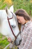 Häst och människa arkivfoto