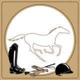 Häst- ridninghalshjälpmedel i läderramen och den snabbt växande hästen Arkivfoton