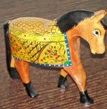 Häst som göras av trä och målas av handen fotografering för bildbyråer