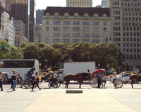 Hästdragna vagnar, Midtown, Manhattan, NYC, NY, USA Royaltyfri Bild