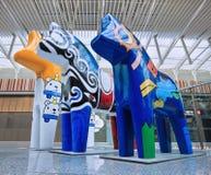 Hästen skulpterar på den Livat shoppinggallerian, Peking, Kina Arkivbilder