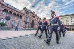 Hästgrenadjärer i Buenos Aires, Argentina. Fotografering för Bildbyråer