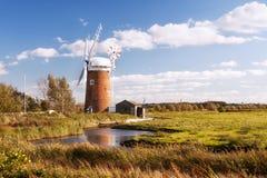 Hästintresserad vindpump, Norfolk i Förenade kungariket. Fotografering för Bildbyråer