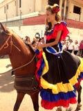 Hästridning på staden royaltyfria foton