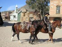 Hästryttare på filmuppsättning Arkivbilder