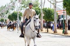 Hästryttare som tar en gå vid mässan av Seville Fotografering för Bildbyråer