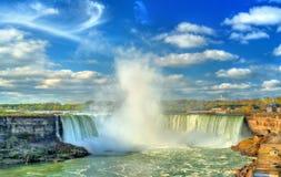 Hästsko- eller kanadensarenedgångar på Niagara Falls Fotografering för Bildbyråer