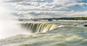 Hästsko- eller kanadensarenedgångar på Niagara Falls Arkivfoto