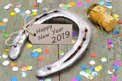 Hästsko som amuletten för datumet 2019 för ` s för nytt år royaltyfri foto