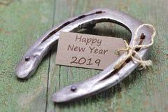Hästsko som amuletten för datumet 2019 för ` s för nytt år royaltyfria foton