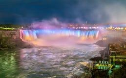 Hästskon faller, också bekant som kanadensiska nedgångar på Niagara Falls Royaltyfri Foto