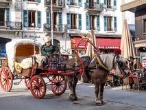 Hästvagn för platsen som ser service på Chamonix Mont Blanc Arkivfoto