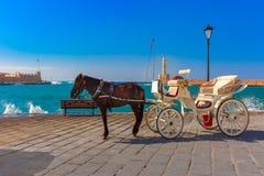 Hästvagn, gammal hamn, Chania, Kreta, Grekland Arkivbild