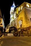 Hästvagn och domkyrka arkivbilder