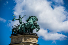 Hästvagn på den fyrkantiga Budapest för hjältar Ungern Fotografering för Bildbyråer