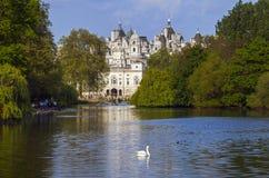 Hästvakter som bygger i London royaltyfria bilder