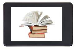 Häufen Sie Bücher auf dem Schirm von eBook Leser lokalisiert an Stockbild