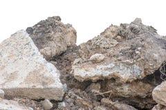 Häufen Sie Boden oder Schmutz mit altem Zement von lokalisierter contruction Straße an lizenzfreie stockfotografie