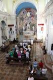 Häufen Sie für Pilger im katholische Kirchen-Heiligen Eustache in Dobrota, Montenegro an Lizenzfreie Stockfotos