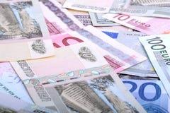 Häufen Sie von den Dollar, von den russischen Rubeln und vom Euro Stockfotos