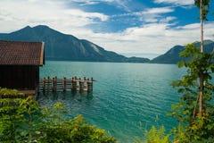 Häuschen in dem See Walchensee Stockfoto