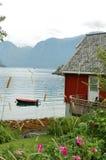 Häuschen in den Fjorden Stockfotos