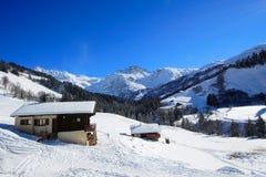 Häuschen in den französischen Alpen Stockbilder