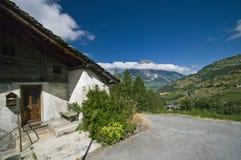 Häuschen in den Schweizer Alpen Stockfotos