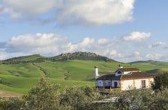 Häuschen in der Landschaft lizenzfreie stockfotos