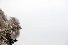 Häuschen durch Meer Stockbild