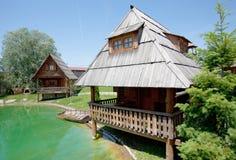 Häuschen im Land Stockbilder