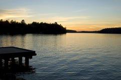 Häuschen-Sonnenuntergang stockbild