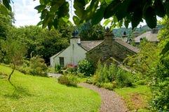 Häuschen und Garten Stockfoto