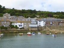 Häuschen und Hafen in England Lizenzfreie Stockfotos