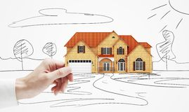 Häuschenmodell in der Hand Stockfotos