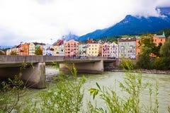 Häuser an über dem Fluss in der Stadt von Innsbruk, Tirol, Österreich stockbilder
