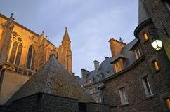 Häuser araund die Kathedrale des Heiligen Vincent de Saint-Malo, Bretagne, Frankreich lizenzfreie stockfotografie