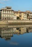 Häuser auf Arno-Fluss, Florenz, Italien Lizenzfreie Stockbilder