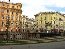Häuser auf dem Griboyedov-Kanaldamm, St Petersburg Lizenzfreies Stockfoto