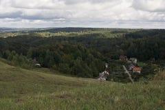 Häuser auf dem Tal Stockbild