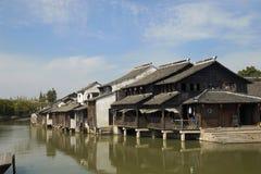 Häuser auf dem Wasser in Wuzhen, China Stockbild