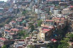Häuser auf den Hügeln Lizenzfreie Stockbilder