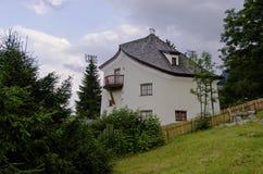 Häuser auf der Seite O ein Hügel stockfotos