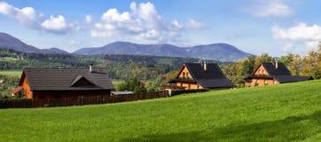 Häuser auf einem Hügel Lizenzfreie Stockfotos