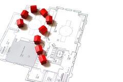 Häuser auf einem Plan und einer Frage Stockbild