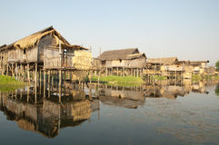 Häuser auf Inle See Lizenzfreies Stockfoto
