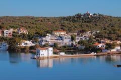 Häuser auf Küste des Seegolfs Mahon, Minorca, Spanien Stockfotografie